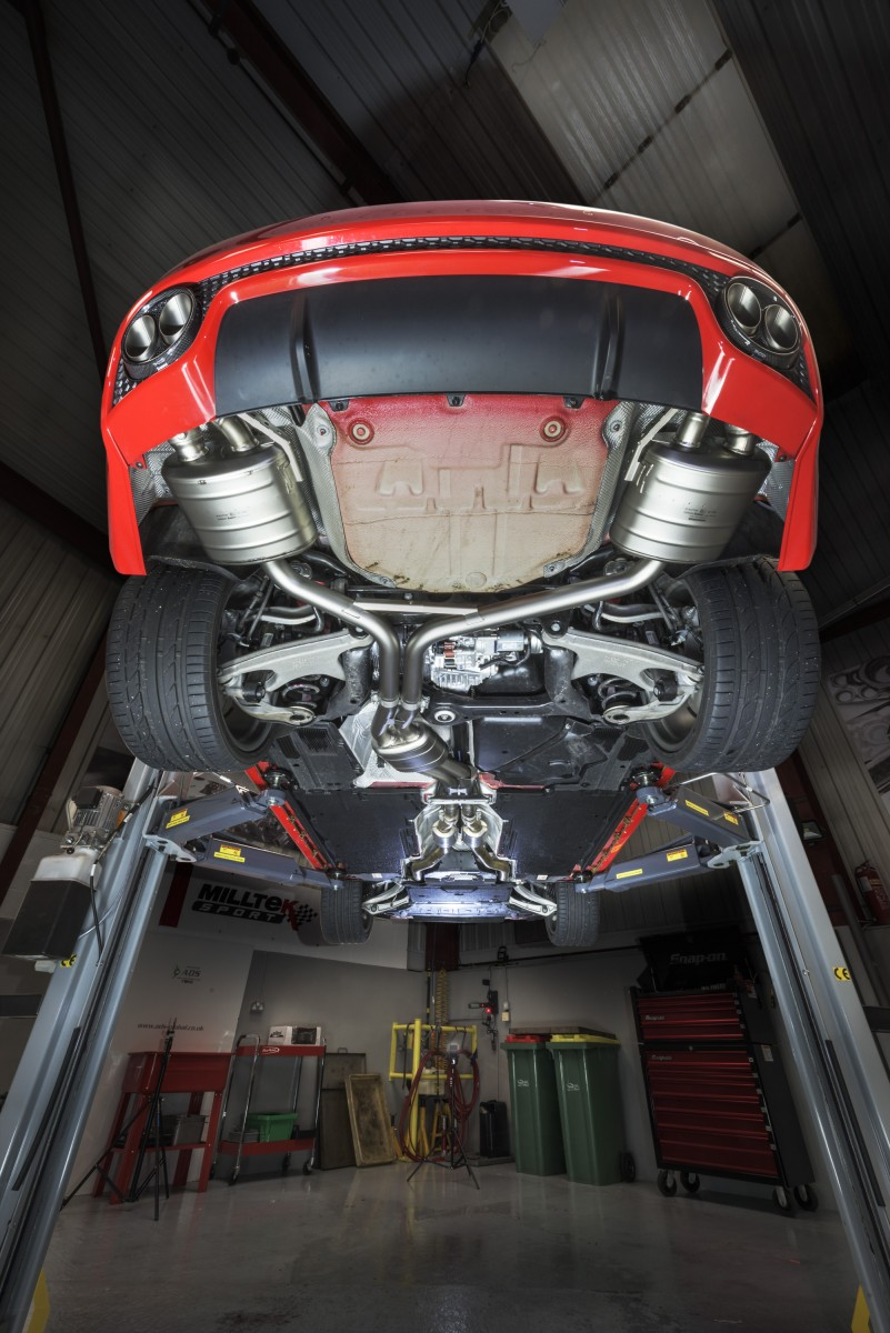 Audi RS5 with Full akrapovic titanium exhaust and eventuri intake system